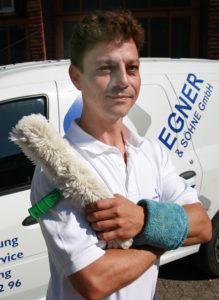 Fachmann für Hausmeisterservice und Gartenarbeiten
